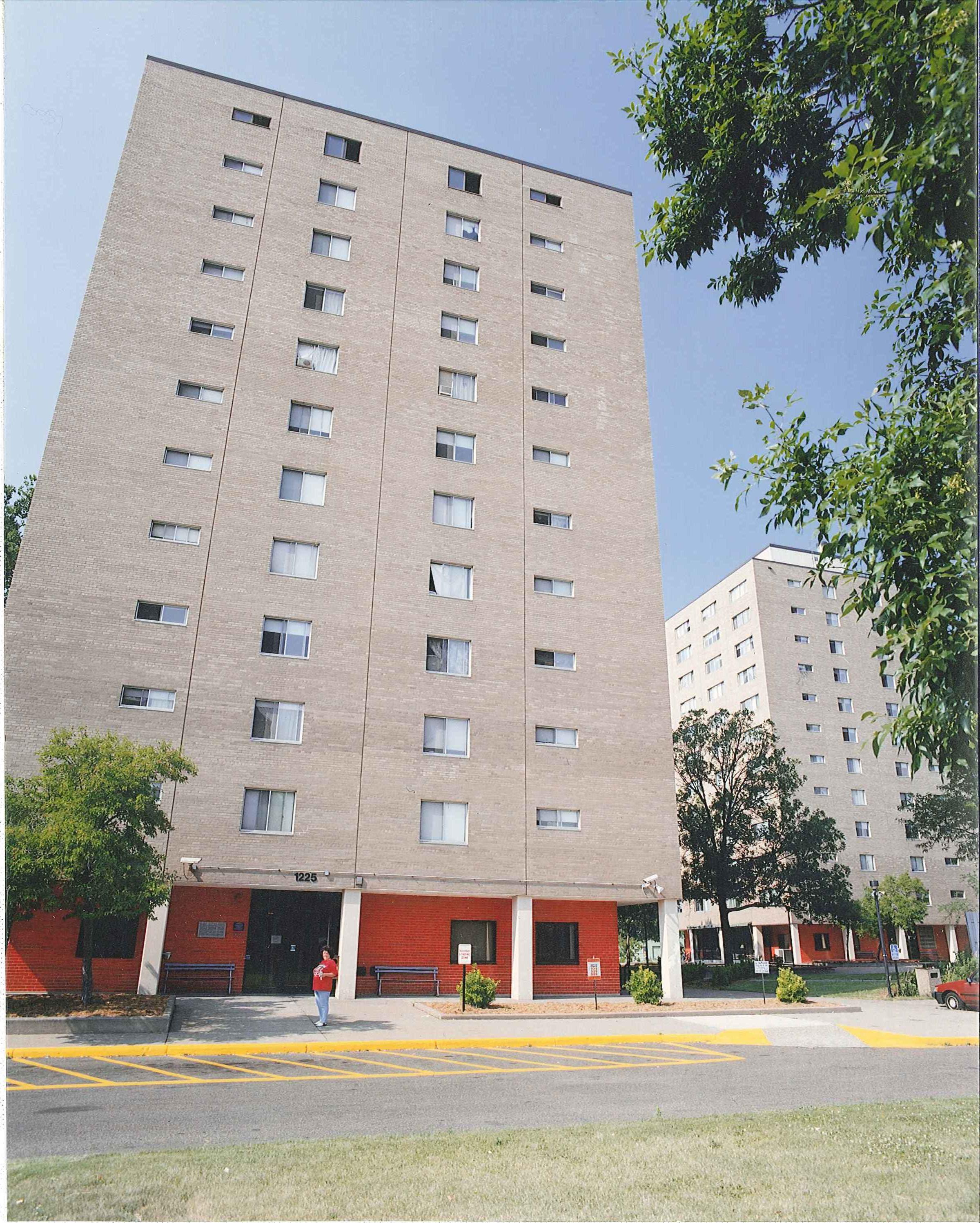 Elliot Twins Apartments – 1212